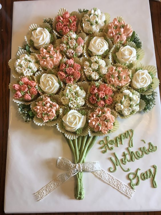 Learn how to make an amazing cupcake bouquet which is perfect for any time of the year such as Valentines and Mothers Day #valentines #mothersday #cupcakes